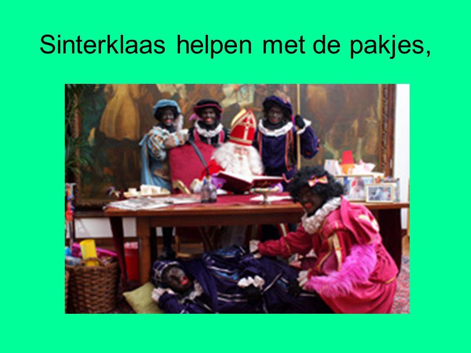 Sinterklaas helpen met de pakjes,