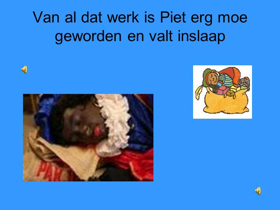 Van al dat werk is Piet erg moe geworden en valt inslaap