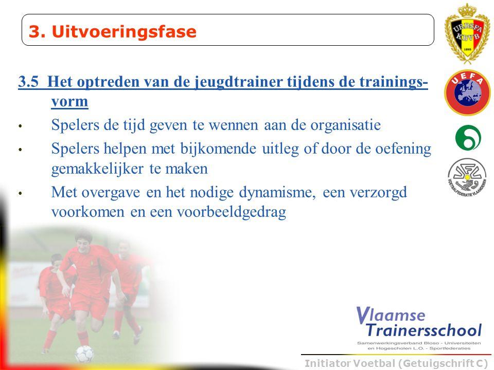 3. Uitvoeringsfase 3.5 Het optreden van de jeugdtrainer tijdens de trainings-vorm. Spelers de tijd geven te wennen aan de organisatie.