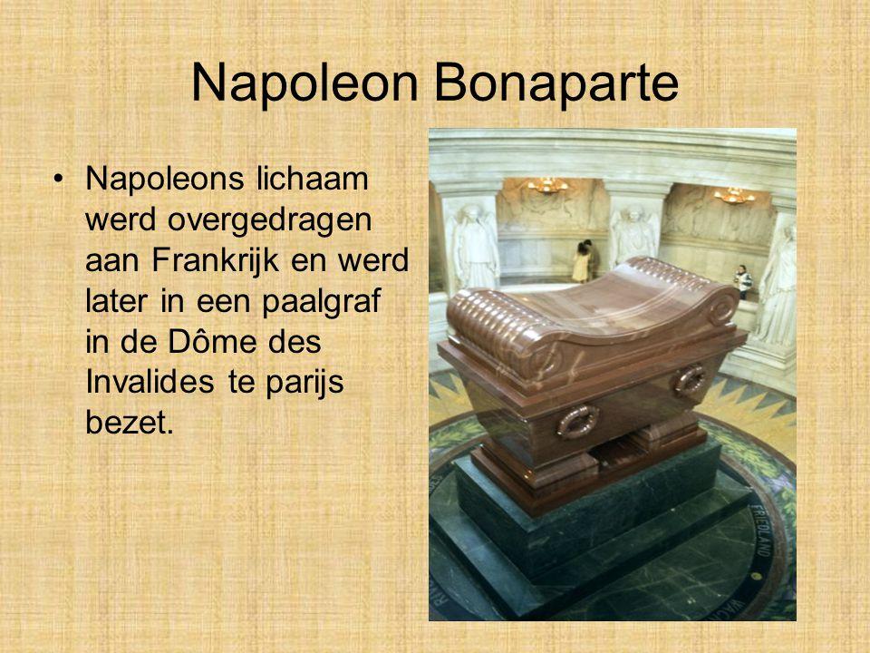 Napoleon Bonaparte Napoleons lichaam werd overgedragen aan Frankrijk en werd later in een paalgraf in de Dôme des Invalides te parijs bezet.