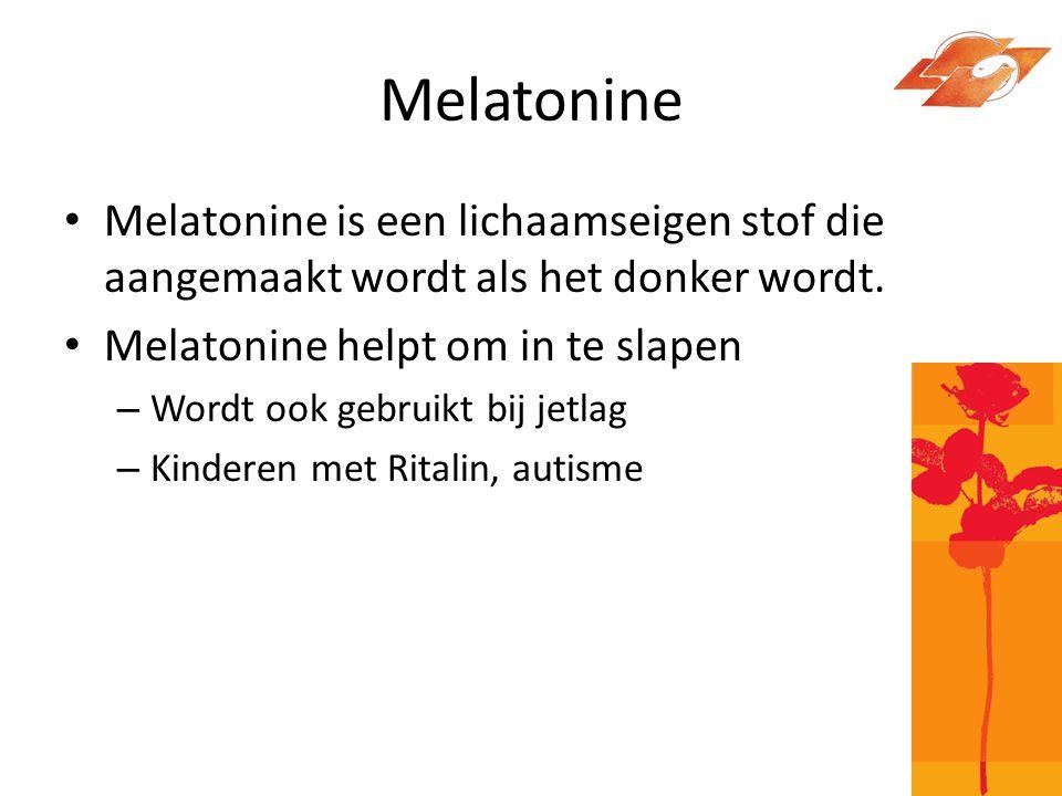 Melatonine Melatonine is een lichaamseigen stof die aangemaakt wordt als het donker wordt. Melatonine helpt om in te slapen.