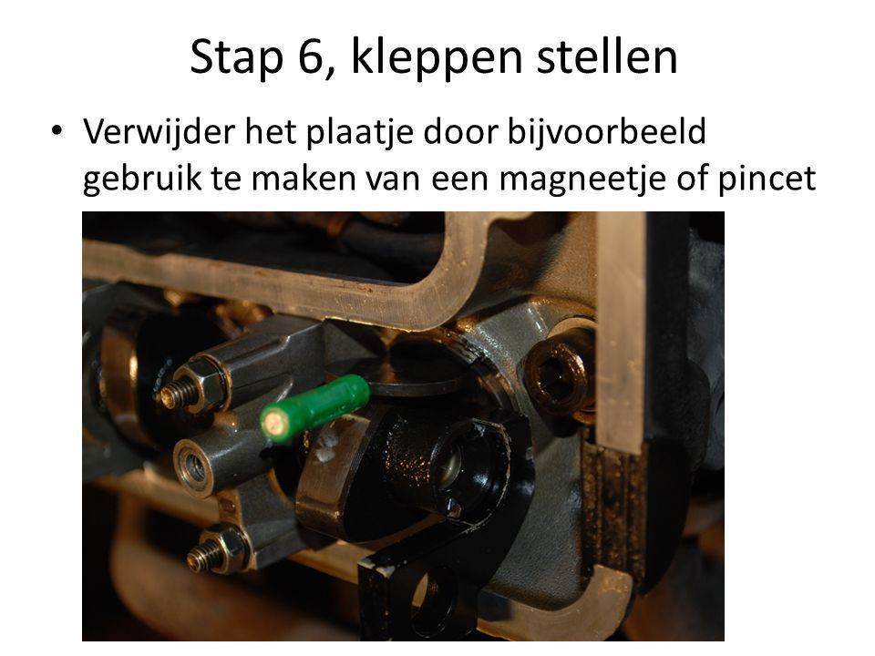 Stap 6, kleppen stellen Verwijder het plaatje door bijvoorbeeld gebruik te maken van een magneetje of pincet.