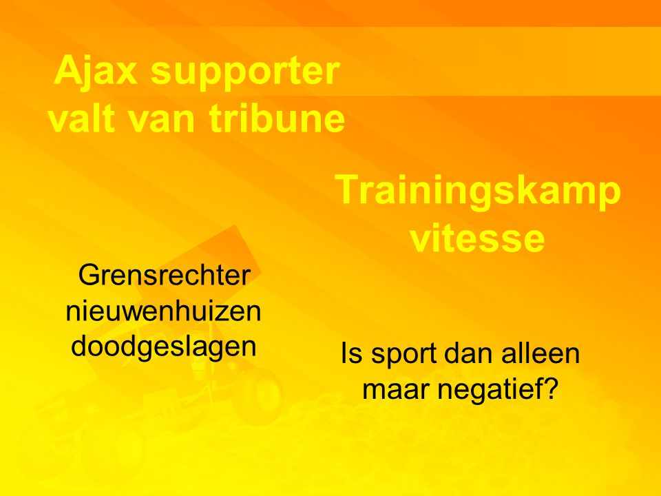 Ajax supporter valt van tribune