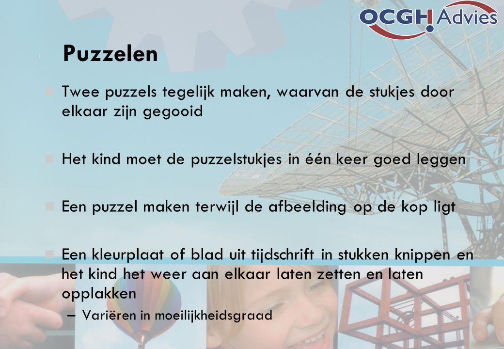 Puzzelen Twee puzzels tegelijk maken, waarvan de stukjes door elkaar zijn gegooid. Het kind moet de puzzelstukjes in één keer goed leggen.