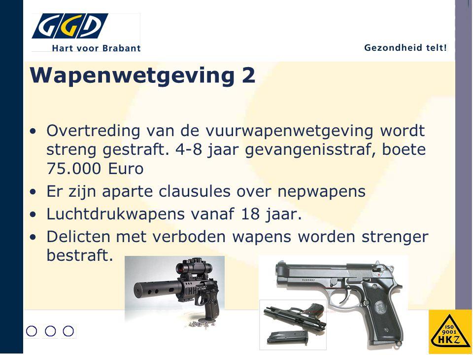 Wapenwetgeving 2 Overtreding van de vuurwapenwetgeving wordt streng gestraft. 4-8 jaar gevangenisstraf, boete 75.000 Euro.