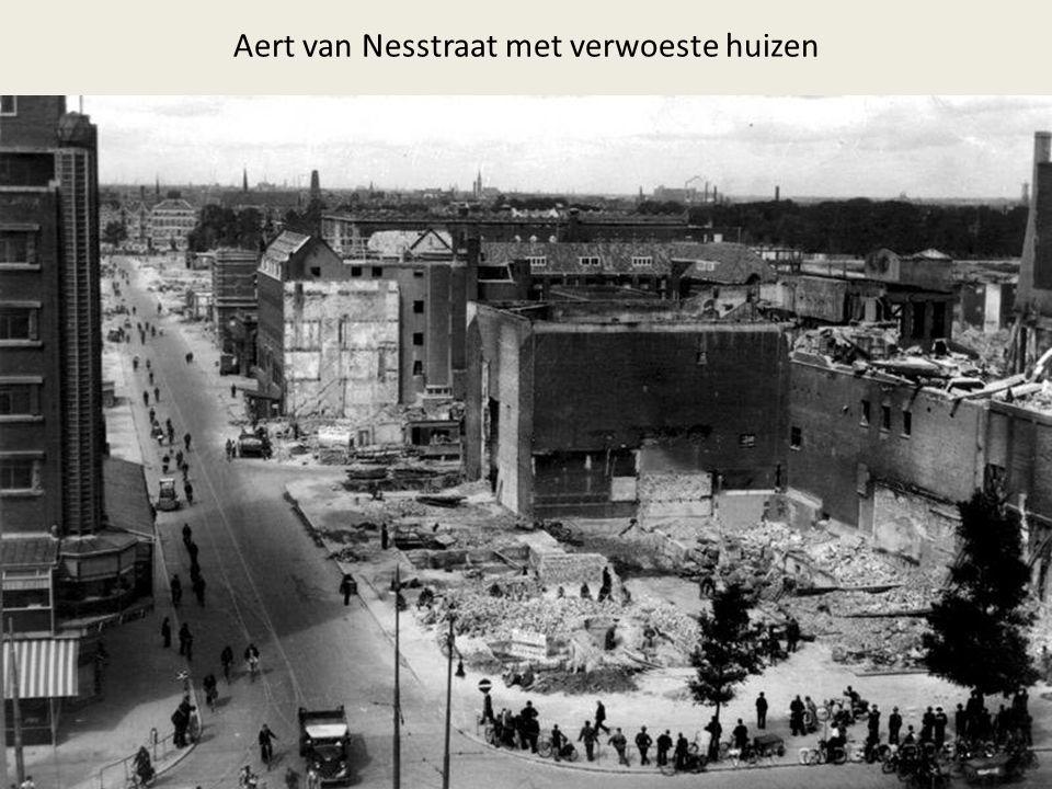 Aert van Nesstraat met verwoeste huizen