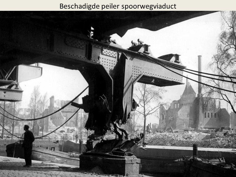 Beschadigde peiler spoorwegviaduct