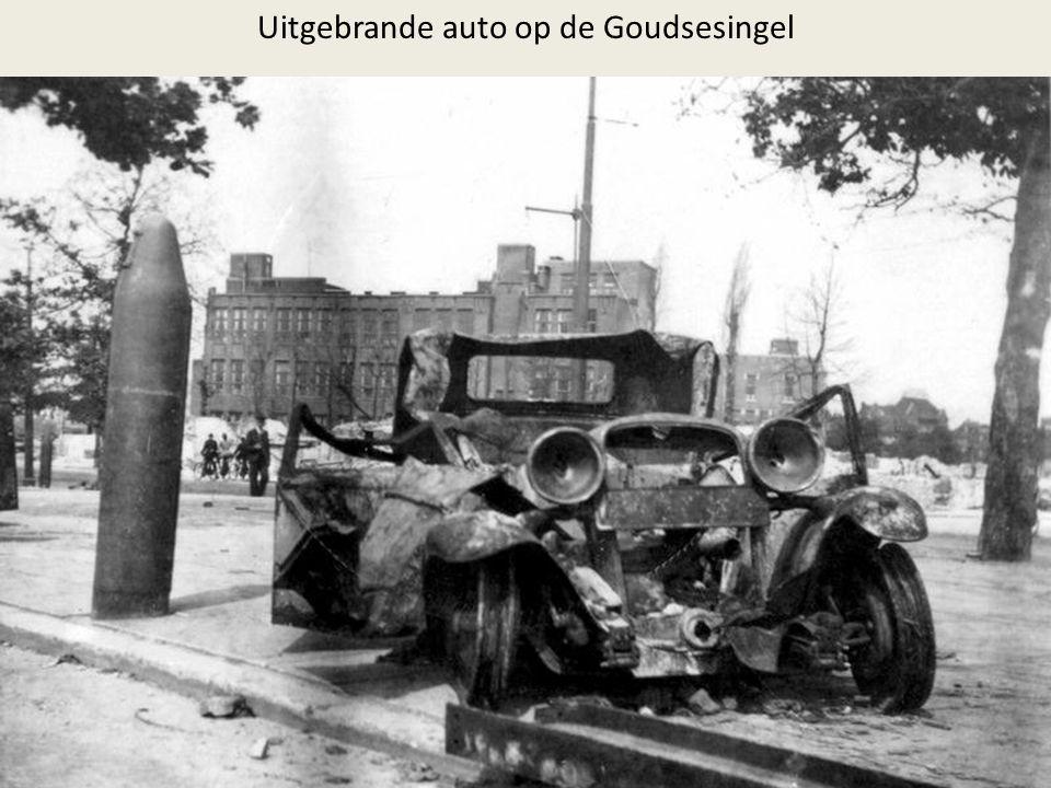Uitgebrande auto op de Goudsesingel