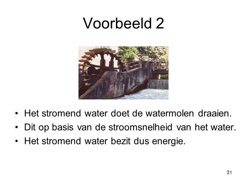 Voorbeeld 2 Het stromend water doet de watermolen draaien.