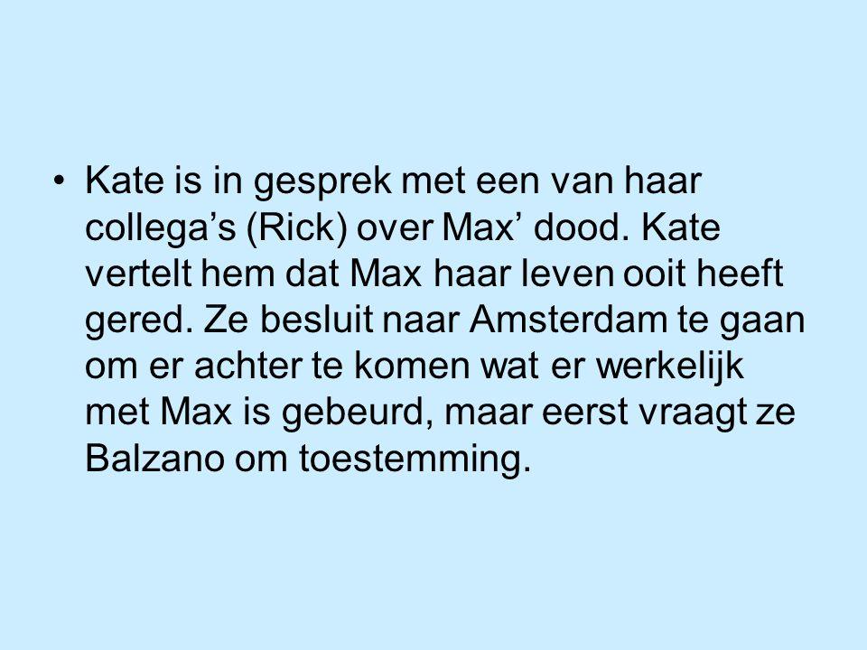 Kate is in gesprek met een van haar collega's (Rick) over Max' dood