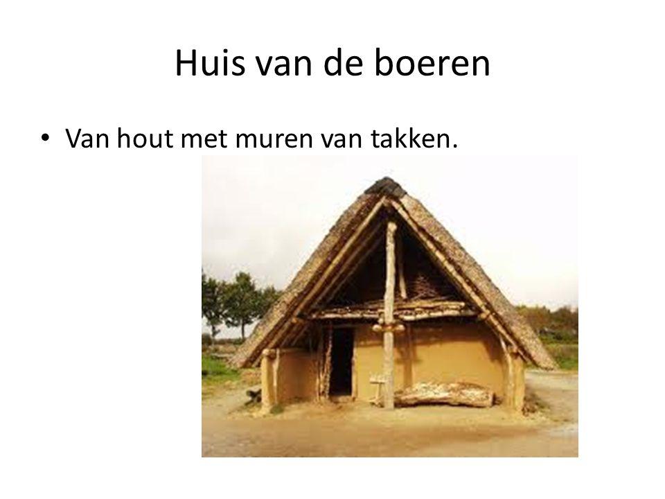 Huis van de boeren Van hout met muren van takken.