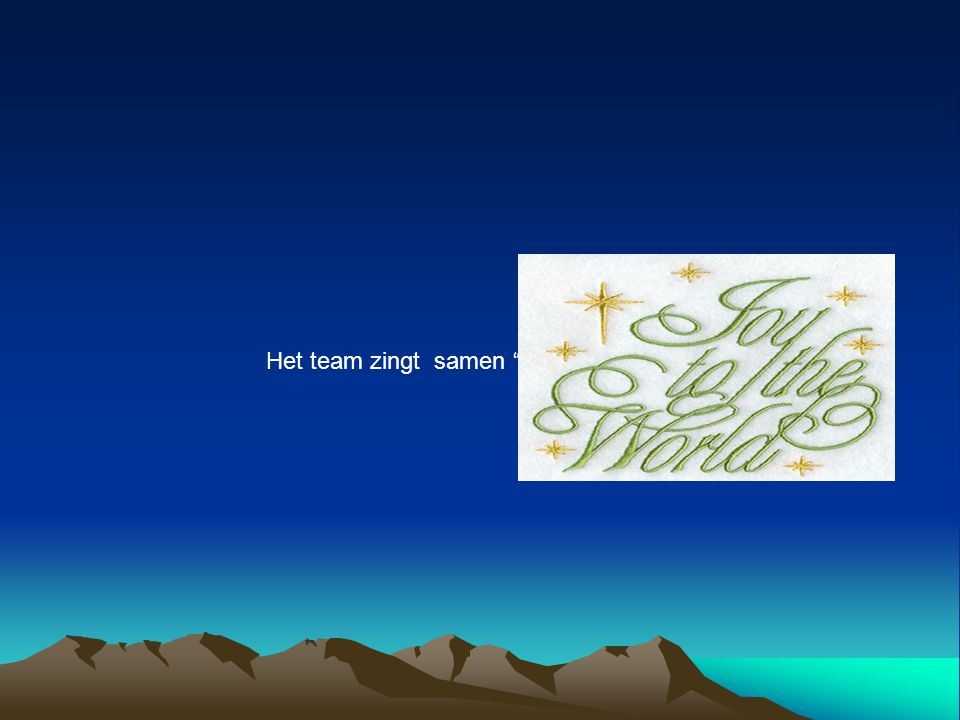 Het team zingt samen Joy to the world