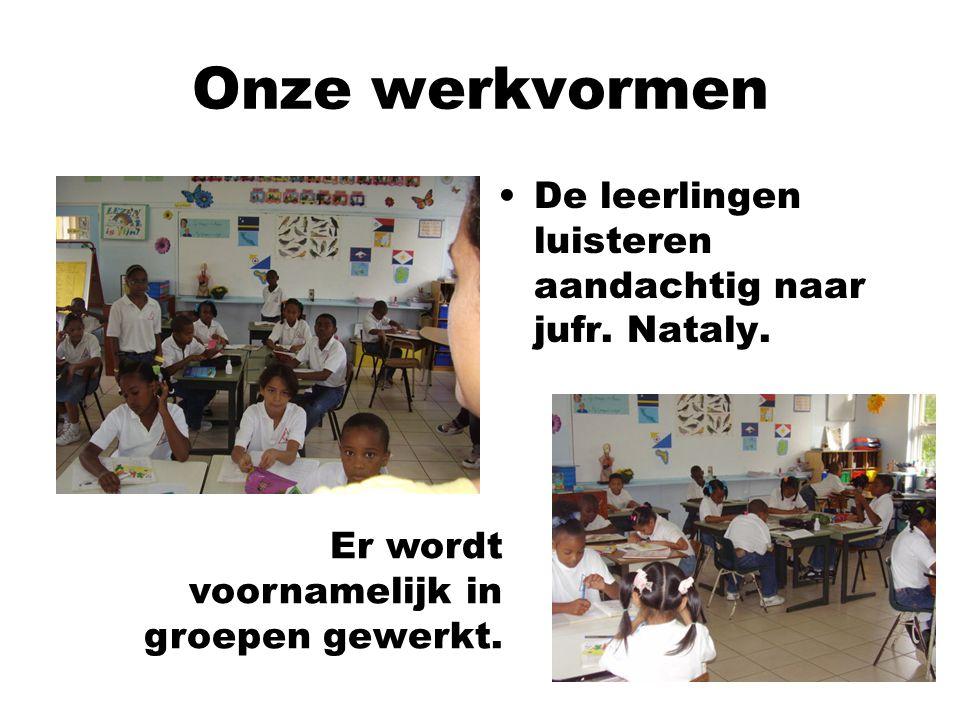 Onze werkvormen De leerlingen luisteren aandachtig naar jufr. Nataly.