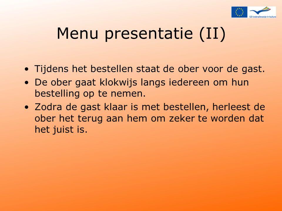 Menu presentatie (II) Tijdens het bestellen staat de ober voor de gast. De ober gaat klokwijs langs iedereen om hun bestelling op te nemen.