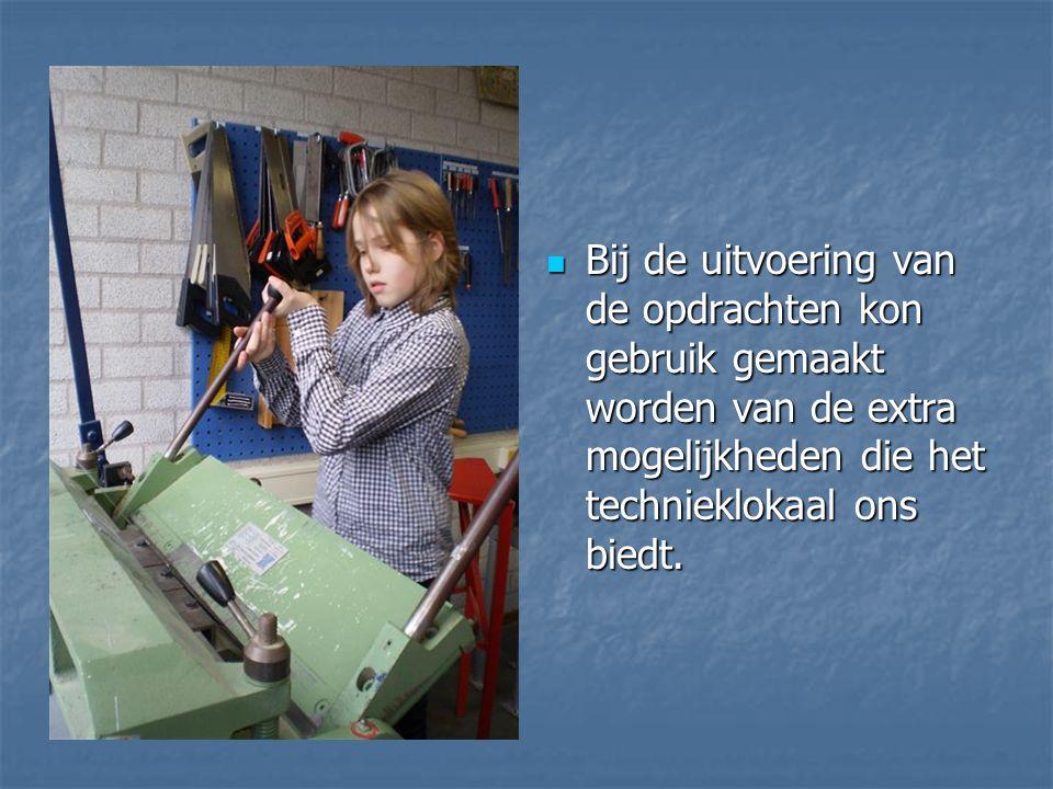 Bij de uitvoering van de opdrachten kon gebruik gemaakt worden van de extra mogelijkheden die het technieklokaal ons biedt.