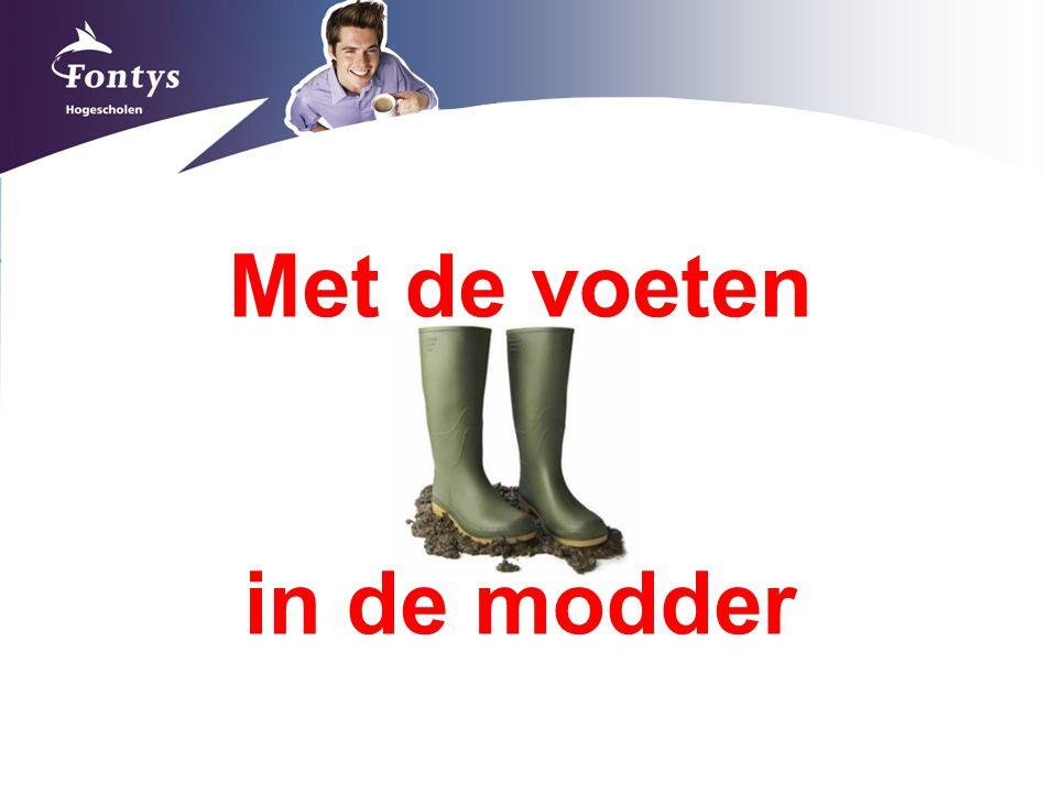 Met de voeten in de modder