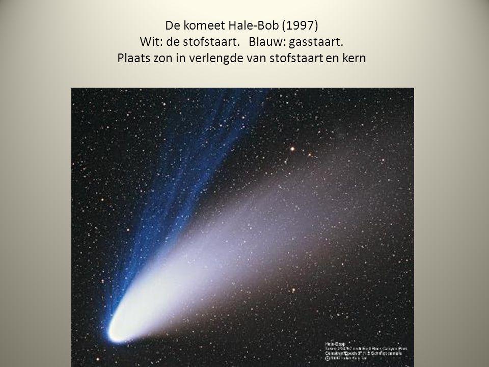 De komeet Hale-Bob (1997) Wit: de stofstaart. Blauw: gasstaart