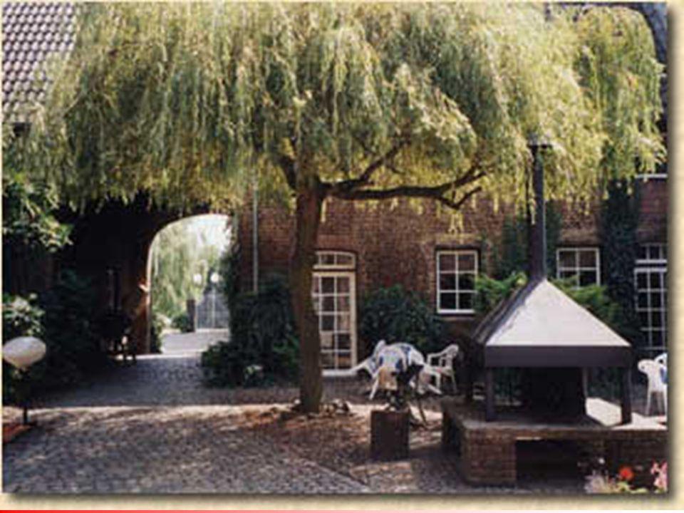 Binnenhof-Court Kampvuurplaats Doorkijk naar achterveld-uitzicht over het heuvellandschap