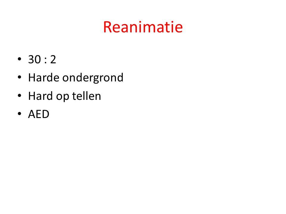 Reanimatie 30 : 2 Harde ondergrond Hard op tellen AED