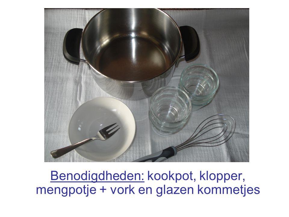 Benodigdheden: kookpot, klopper, mengpotje + vork en glazen kommetjes