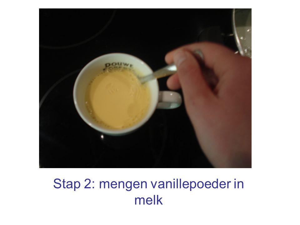 Stap 2: mengen vanillepoeder in melk