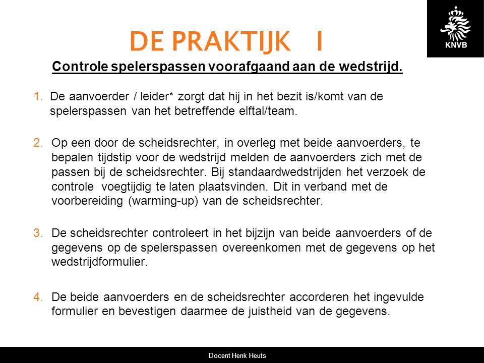 DE PRAKTIJK I Controle spelerspassen voorafgaand aan de wedstrijd.