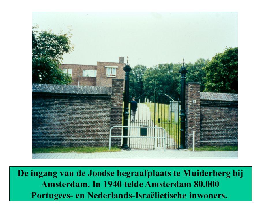 De ingang van de Joodse begraafplaats te Muiderberg bij