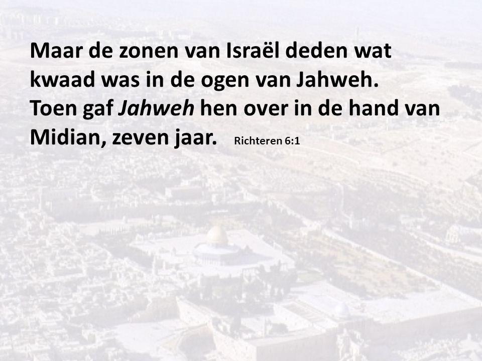 Maar de zonen van Israël deden wat kwaad was in de ogen van Jahweh