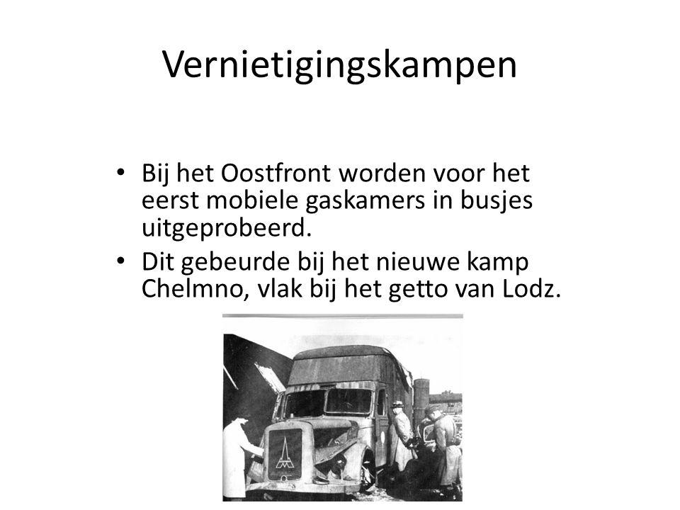 Vernietigingskampen Bij het Oostfront worden voor het eerst mobiele gaskamers in busjes uitgeprobeerd.