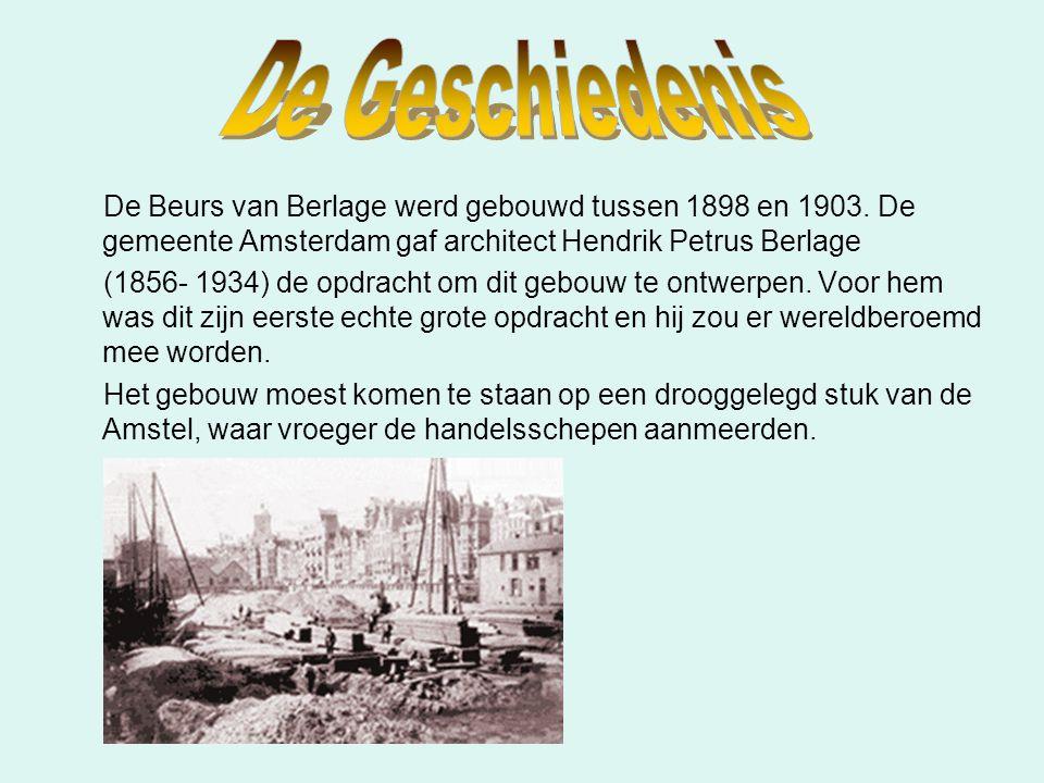 De Geschiedenis De Beurs van Berlage werd gebouwd tussen 1898 en 1903. De gemeente Amsterdam gaf architect Hendrik Petrus Berlage.