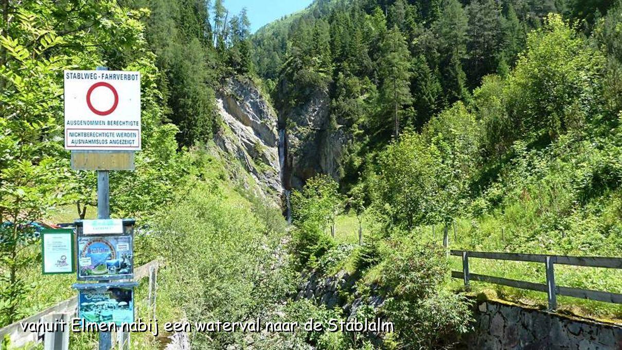 vanuit Elmen nabij een waterval naar de Stablalm