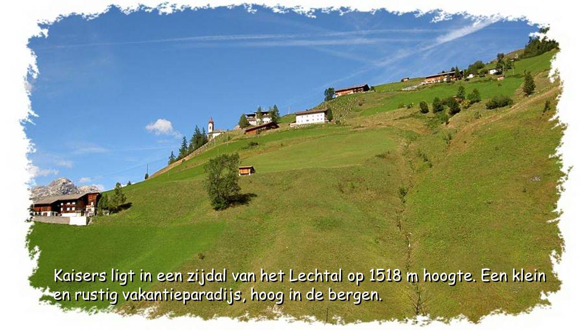 Kaisers ligt in een zijdal van het Lechtal op 1518 m hoogte