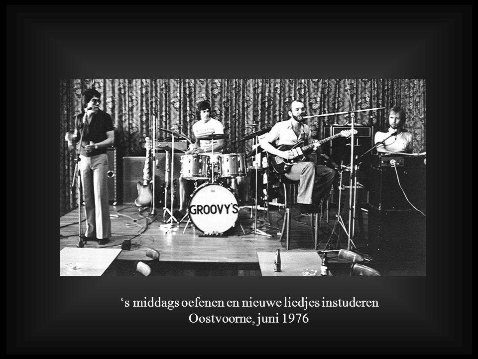 's middags oefenen en nieuwe liedjes instuderen Oostvoorne, juni 1976