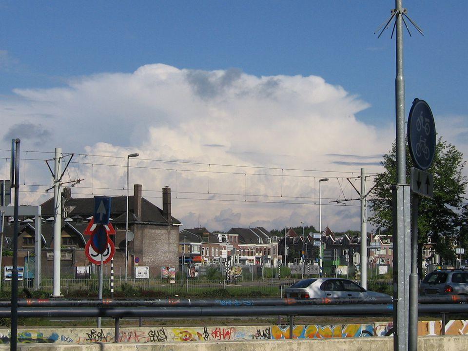 Westplein: een oerwoud aan verkeerslichten met lange wachttijden en onderbreking westoost vv routes (Leidseweg-Sijpestein)