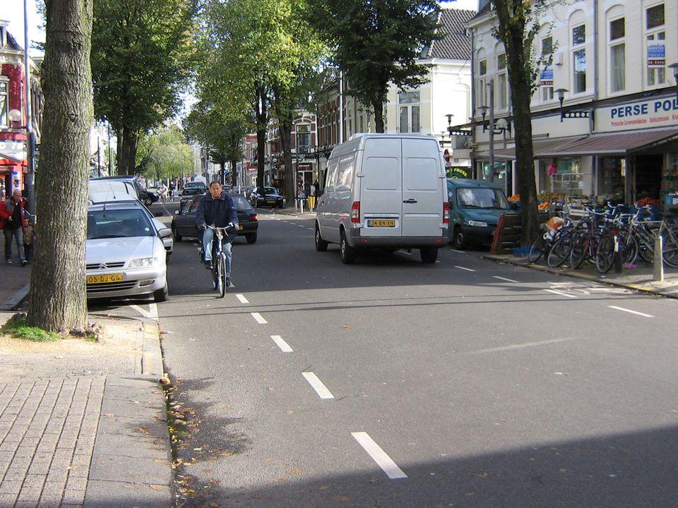 De Kanaalstraat in Lombok is een voorbeeld van een straat in Utrecht waar hinder, verkeersonveiligheid hand in hand gaan.