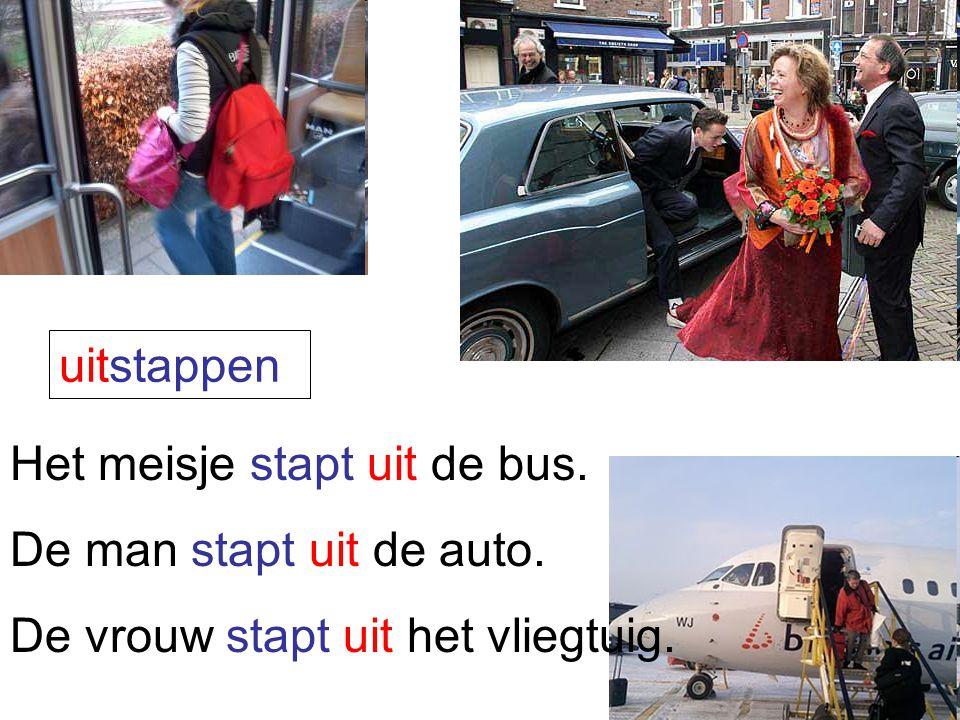 uitstappen Het meisje stapt uit de bus. De man stapt uit de auto. De vrouw stapt uit het vliegtuig.