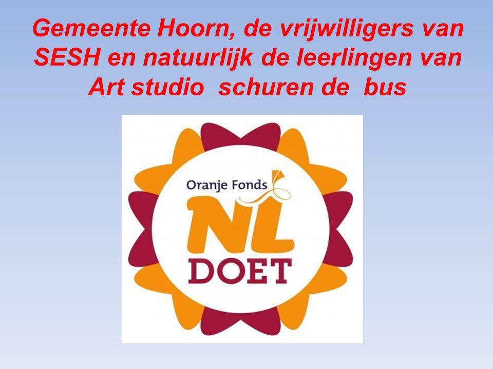 Gemeente Hoorn, de vrijwilligers van SESH en natuurlijk de leerlingen van Art studio schuren de bus