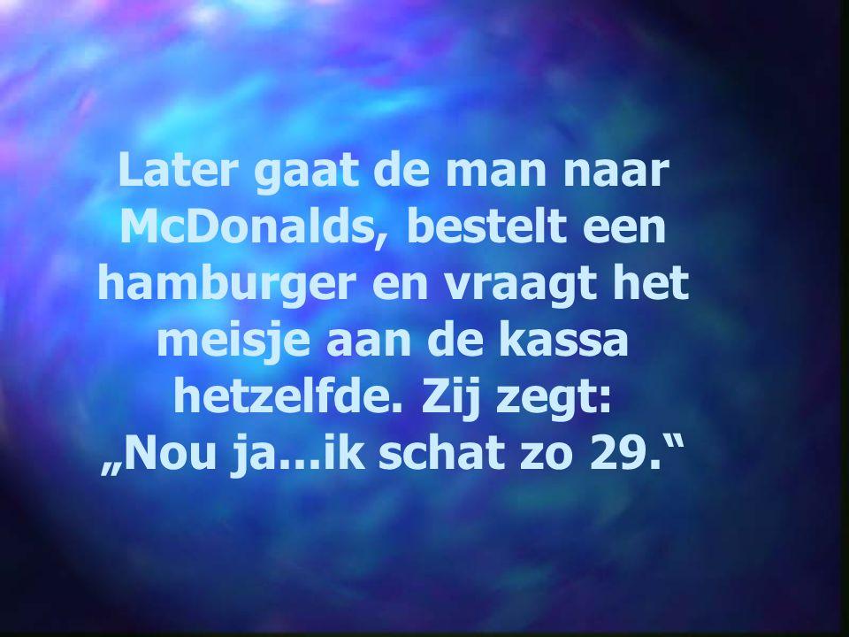 Later gaat de man naar McDonalds, bestelt een hamburger en vraagt het meisje aan de kassa hetzelfde. Zij zegt: