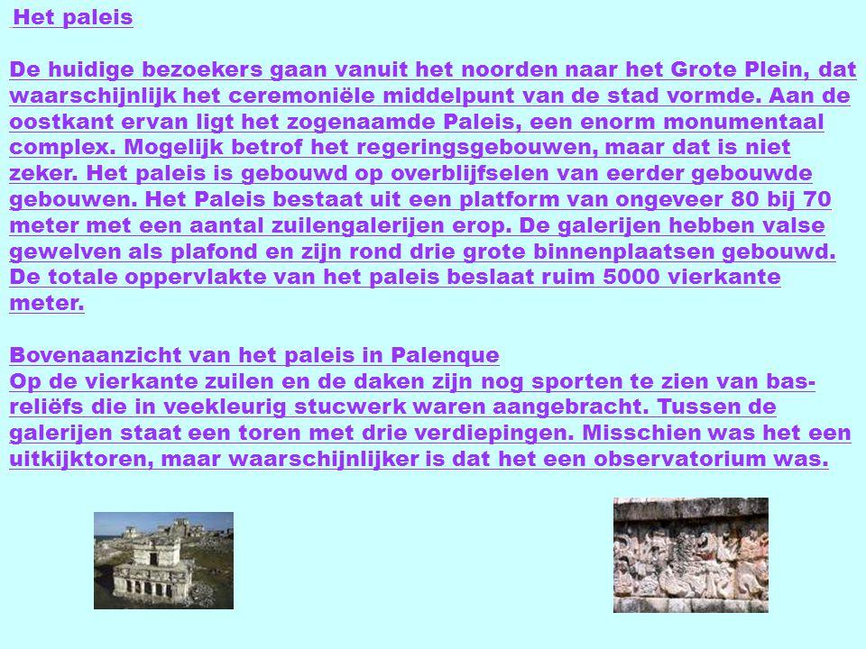 Het paleis De huidige bezoekers gaan vanuit het noorden naar het Grote Plein, dat waarschijnlijk het ceremoniële middelpunt van de stad vormde.