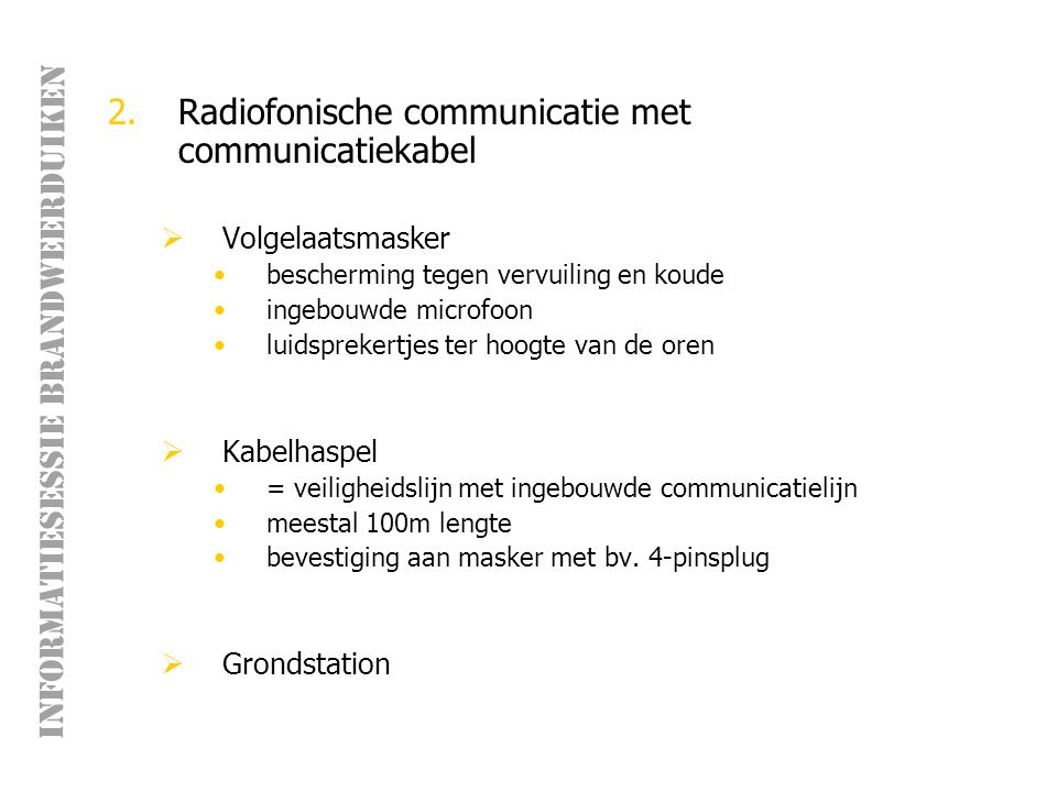 Radiofonische communicatie met communicatiekabel