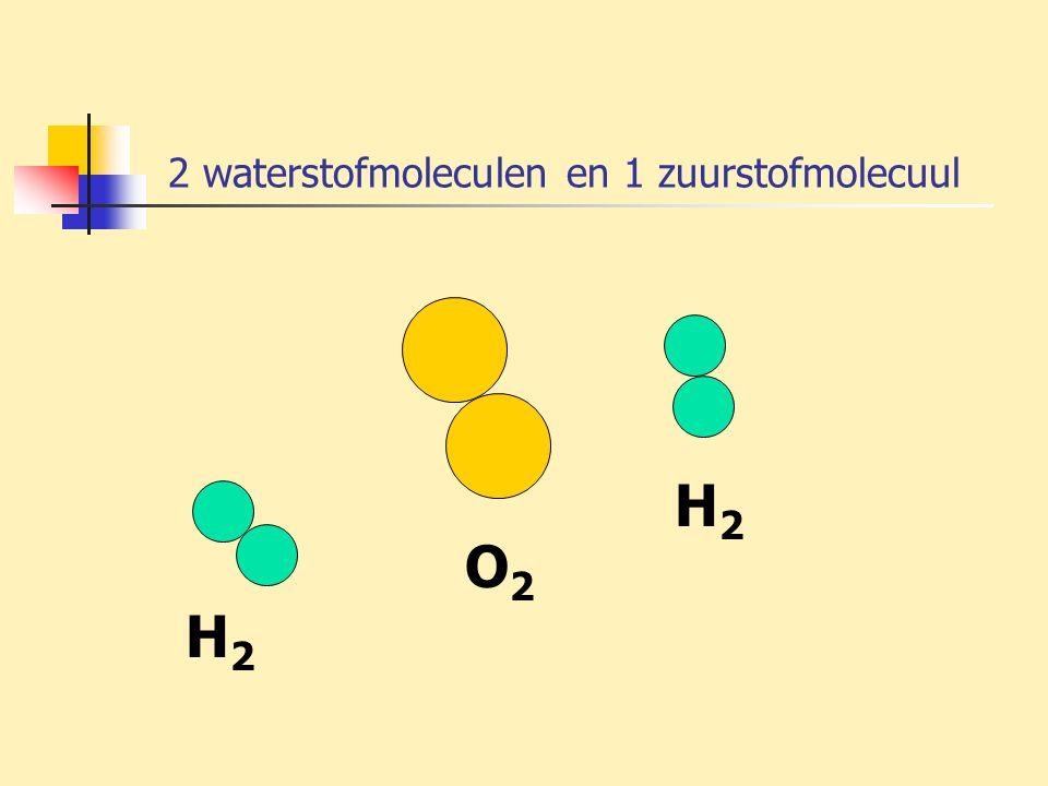 2 waterstofmoleculen en 1 zuurstofmolecuul