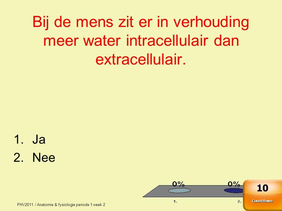 Bij de mens zit er in verhouding meer water intracellulair dan extracellulair.