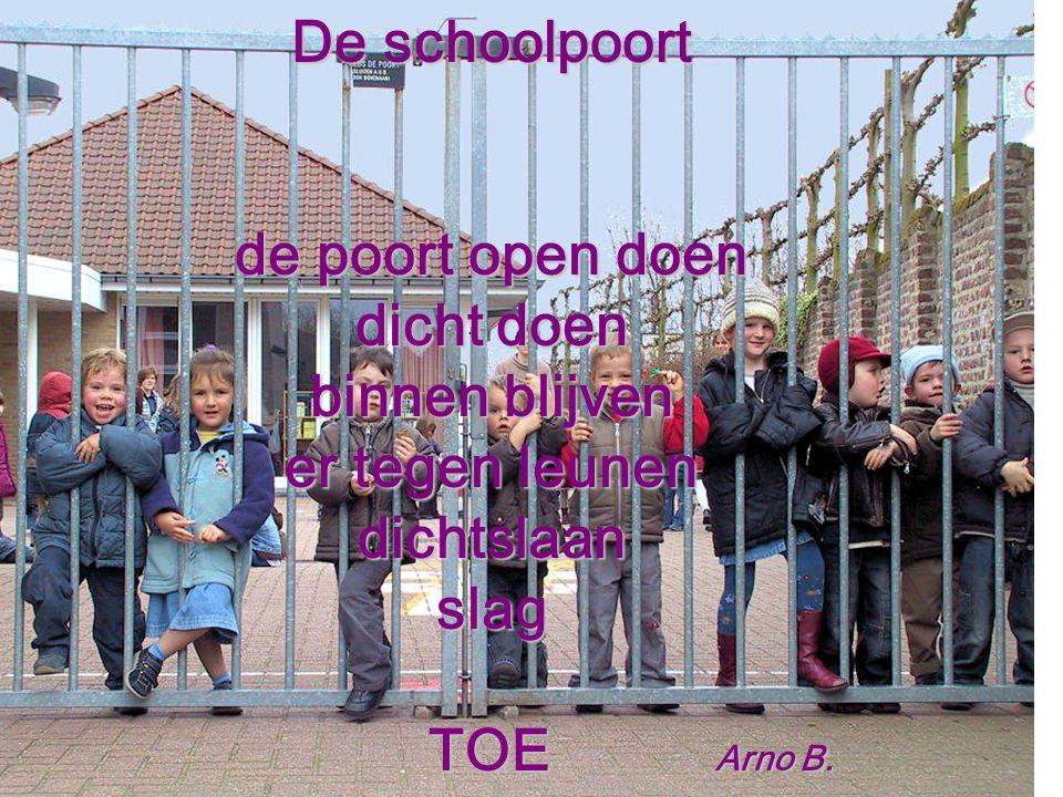 De schoolpoort de poort open doen. dicht doen. binnen blijven. er tegen leunen. dichtslaan. slag.
