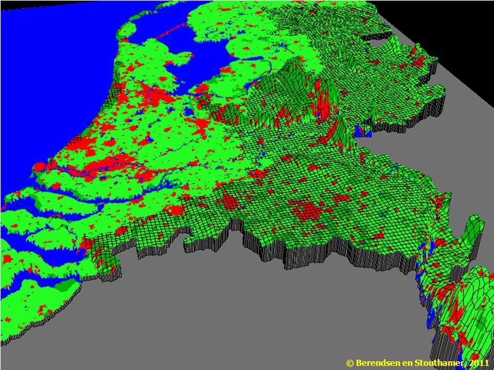 Ongeveer de helft van Nederland ligt beneden de 5 m hoogtelijn, en zou onder water lopen als er geen duinen en dijken waren. Wat klopt er niet in dit filmpje