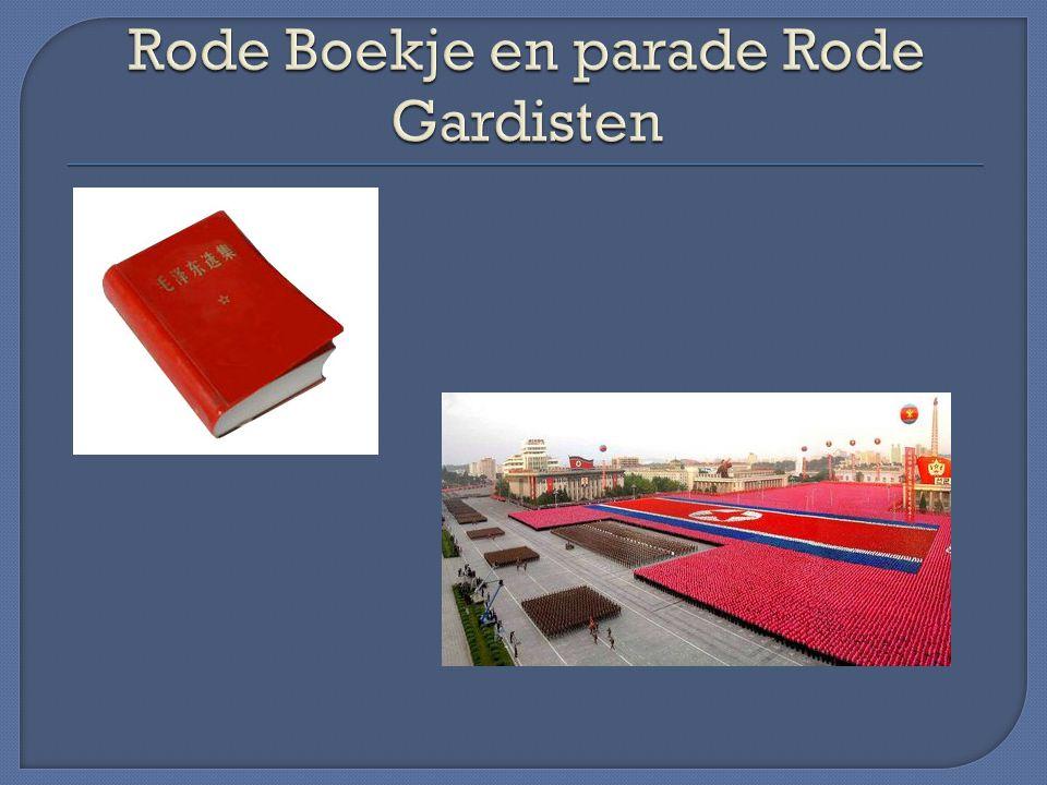 Rode Boekje en parade Rode Gardisten