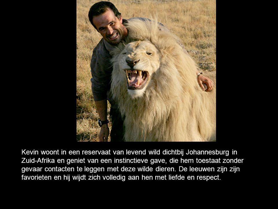 Kevin woont in een reservaat van levend wild dichtbij Johannesburg in