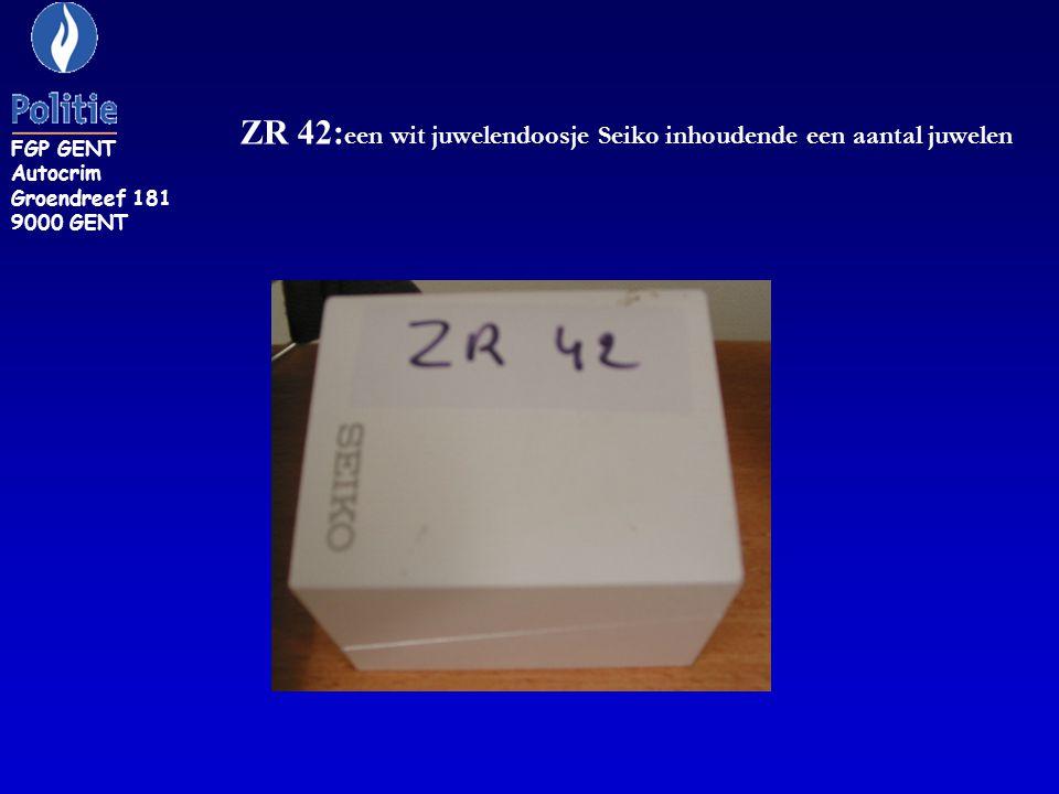 ZR 42:een wit juwelendoosje Seiko inhoudende een aantal juwelen