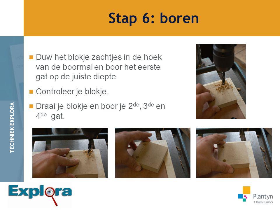 Stap 6: boren Duw het blokje zachtjes in de hoek van de boormal en boor het eerste gat op de juiste diepte.