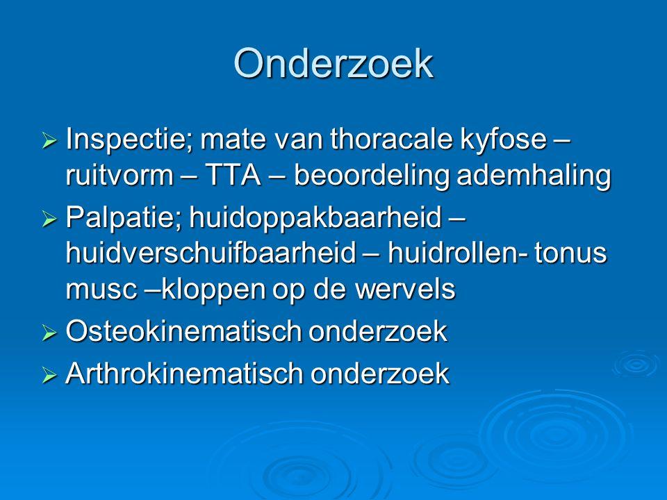 Onderzoek Inspectie; mate van thoracale kyfose – ruitvorm – TTA – beoordeling ademhaling.