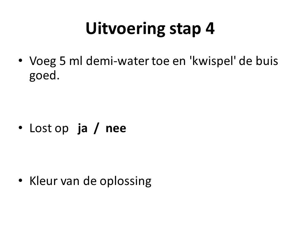 Uitvoering stap 4 Voeg 5 ml demi-water toe en kwispel de buis goed.